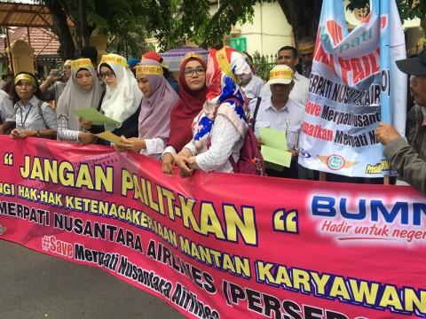 Mantan Karyawan Merpati Demo di PN Surabaya