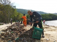 Sampah Masih Menghantui Karimunjawa