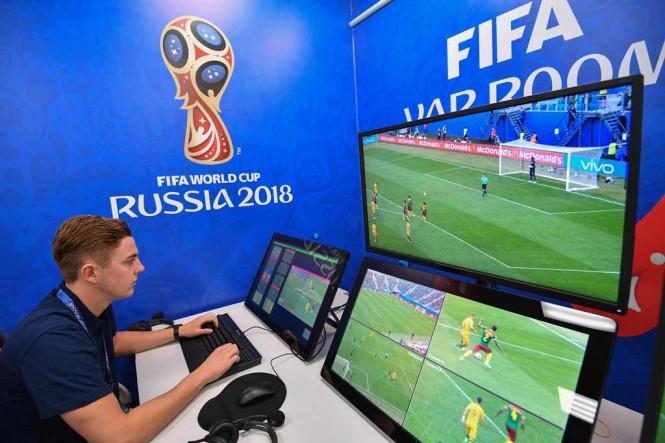 VAR di Piala Dunia 2018. (AFP PHOTO / Mladen ANTONOV)