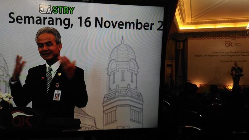 Gubernur Jawa Tengah, Ganjar Pranowo, memberi sambutan dalam pergantian jabatan Kepala OJK Jateng, Jumat, 16 November 2018. Medcom.id/ Mustholih.