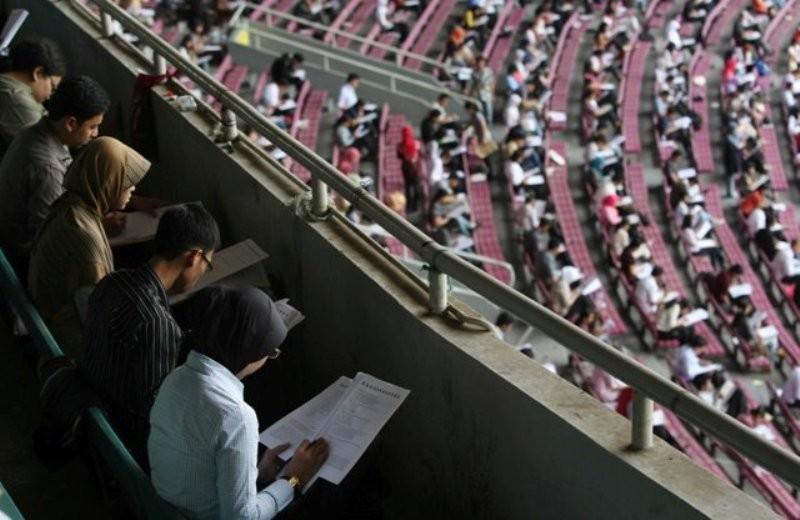 Ilustrasi--Ribuan peserta mengerjakan soal ujian Tes Potensi Akademik Penyaringan Penerimaan CPNS Tingkat Sarjana Tahun Anggaran 2010 Kementerian Keuangan RI di Gelora Bung Karno, Jakarta--MI/Ramdani