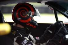 Beda Helm untuk Balap Mobil dan Motor