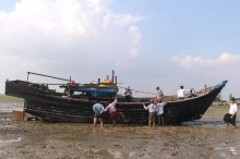 Myanmar Tahan 106 Rohingya di Lepas Pantai Yangon