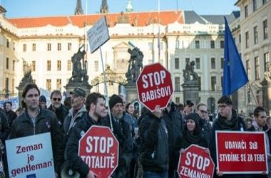 Unjuk rasa menentang PM Babis digelar di Praha, Republik Ceko,