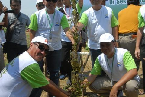 Warga Tanam 10.500 Pohon di Tol Brebes-Tegal