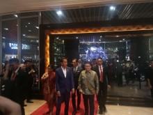 Jokowi 'Diserbu' Warga di Surabaya