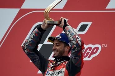 Pembalap Berjatuhan, Dovizioso Berjaya di MotoGP Spanyol
