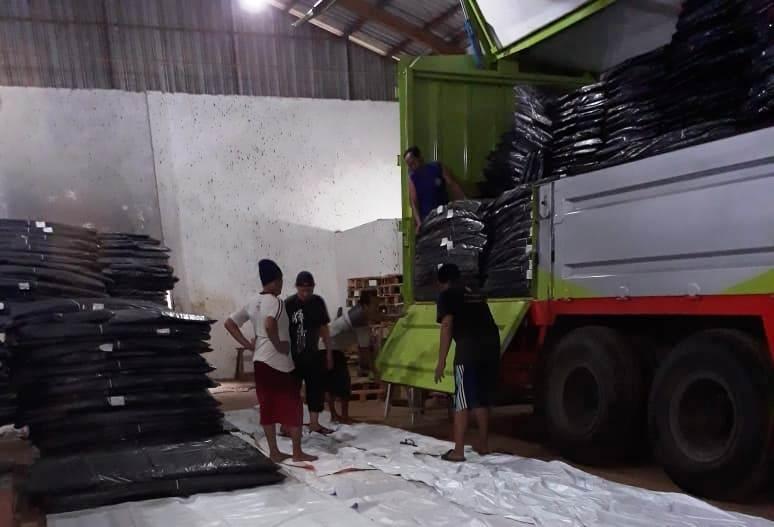 Komisi Pemilihan Umum (KPU) Kabupaten Jepara, Jawa Tengah, mulai menerima logistik Pemilu 2019, Senin, 19 November 2018. Medcom.id/ Rhobi Shani.