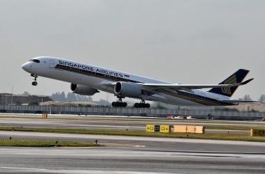 Pesawat maskapai Singapore Airlines. (Foto: AFP/ROSLAN RAHMAN)