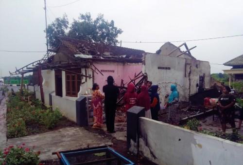 Angin puting beliung menerjang lima desa Kecamatan Tulangan,