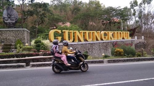 Akses jalan menuju wilayah Kabupaten Gunungkidul, Yogyakarta,
