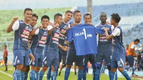 Pemain Arema FC saat berselebrasi usai mencetak gol. (Foto:
