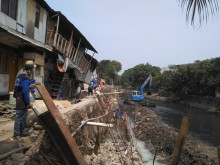 Anies Tinjau Rumah Ambles di Jalan Lodan