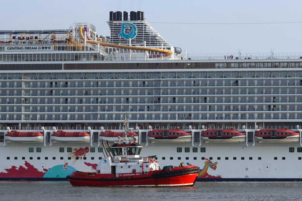 Kapal Pesiar Genting Dream Singgah di Surabaya