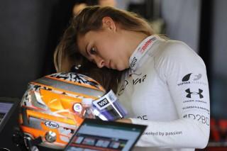 Pembalap F3 Sophia Floersch Sukses Jalani Operasi