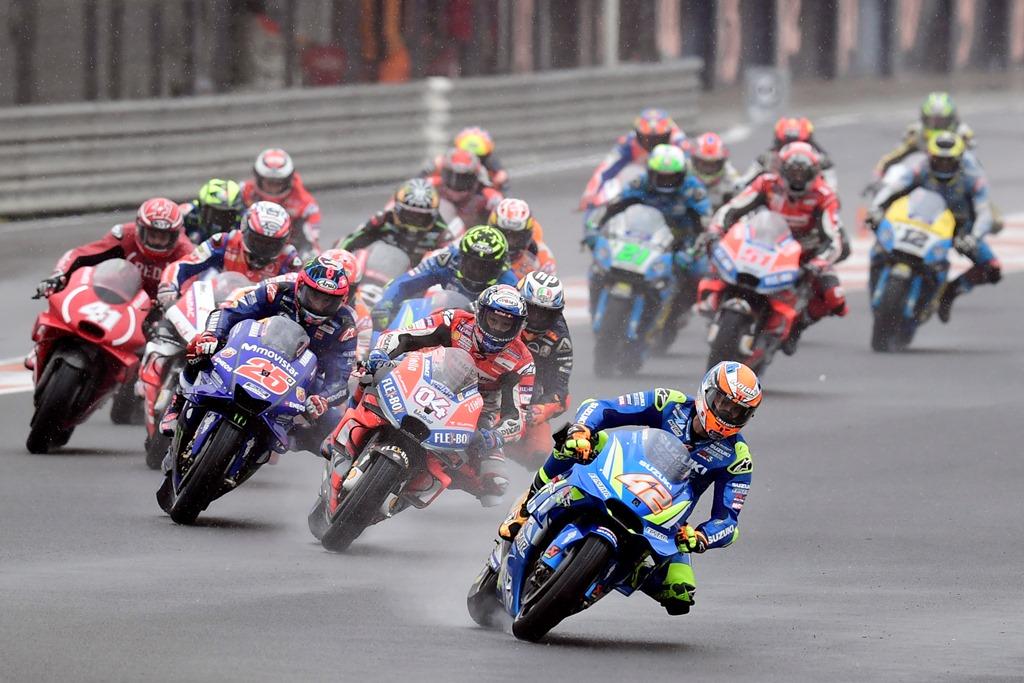 Suasana balapan MotoGP Valencia di Sirkuit Ricardo Tormo. (JAVIER SORIANO / AFP)