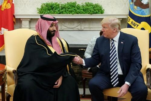 Putra Mahkota Arab Saudi Mohammed bin Salman (kiri) dan Presiden