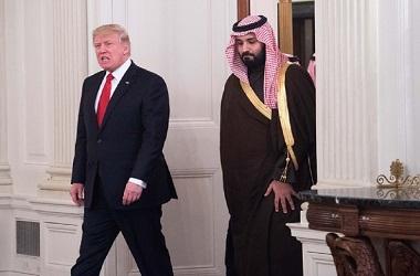 Presiden AS Donald Trump (kiri) bersama Pangeran Mohammed bin