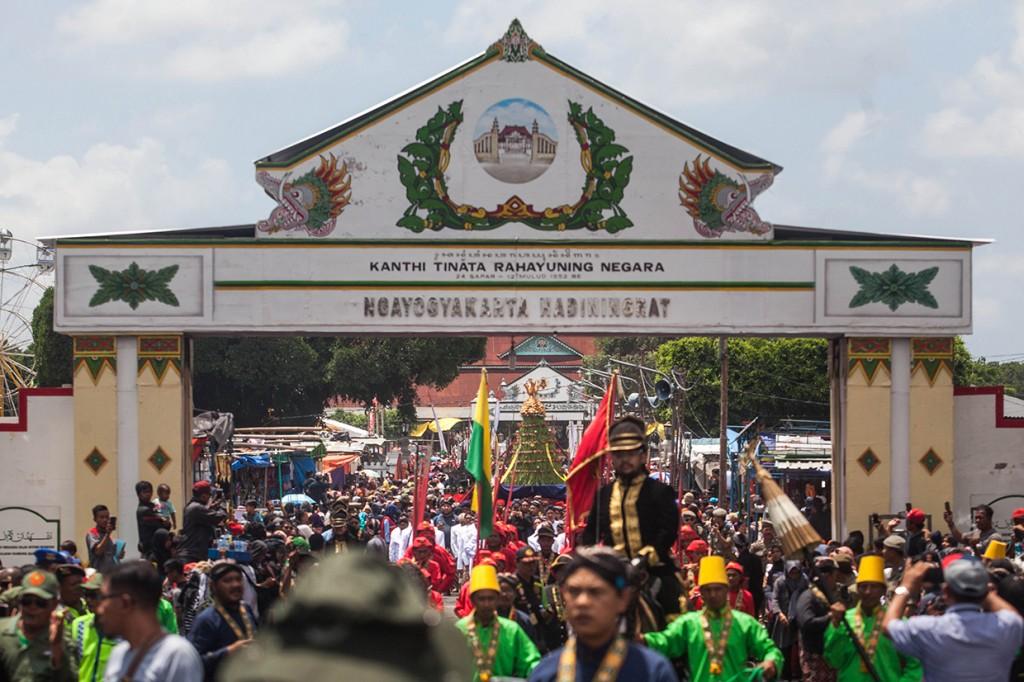 Ribuan Orang Meriahkan Grebeg Maulud di Keraton Yogyakarta