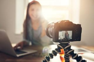 Asal Mula Vlog, Blog, dan Bagaimana Menjadikannya Ladang Uang