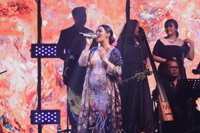 Raisa dalam konser Fermata Intimate Concert di The Hall, Senayan City, Jakarta, Rabu 21 November 2018. (Foto: Medcom.id/Shindu Alpito)