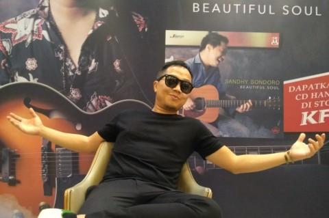 Curhat Rindu Sandhy Sandoro dalam Album Terbaru