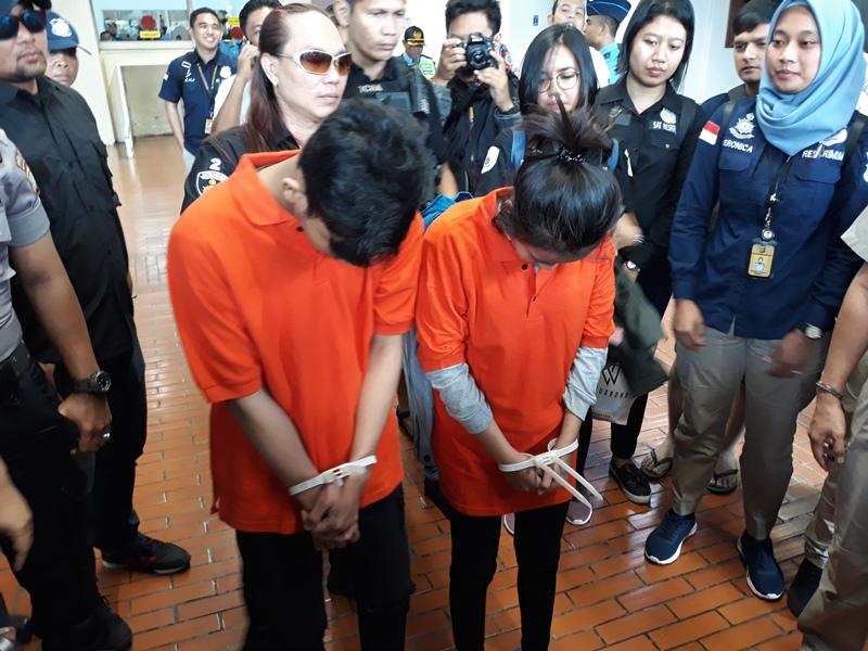 Dua pembunuh Ciktuti Iin Puspita, 22, Y, 24 dan R, 17, tiba di Bandara Soekarno-Hatta, Tangerang, Banten, Kamis, 22 November 2018. Medcom.id/ Hendrik Simorangkir.