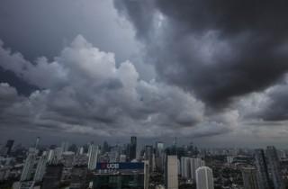 Ibu Kota Diprediksi Diguyur Hujan Disertai Petir