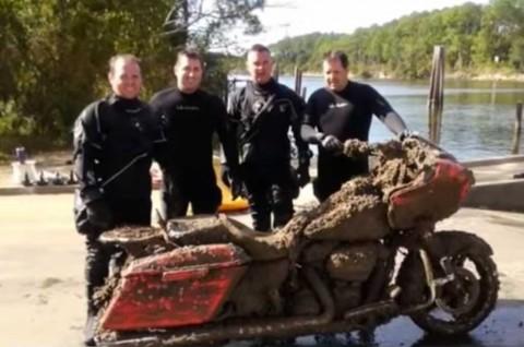 Harley-Davidson Road Glide ini Ditemukan di Dasar Sungai