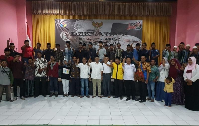 Ratusan relawan gabungan dari pemuda dan masyarakat Madura, Presidium Nasional Jangkar Jokowi, dan DPC Indonesia Youth Congress (IYC) mendeklarasikan dukungan untuk Joko Widodo-Ma'ruf Amin, Kamis, 22 November 2018. (Medcom.id/Amal).