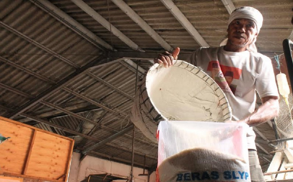 Pedagang beras di Pasar Induk Beras Martoloyo, Kota Tegal, Jawa Tengah, Medcom.id - Kuntoro