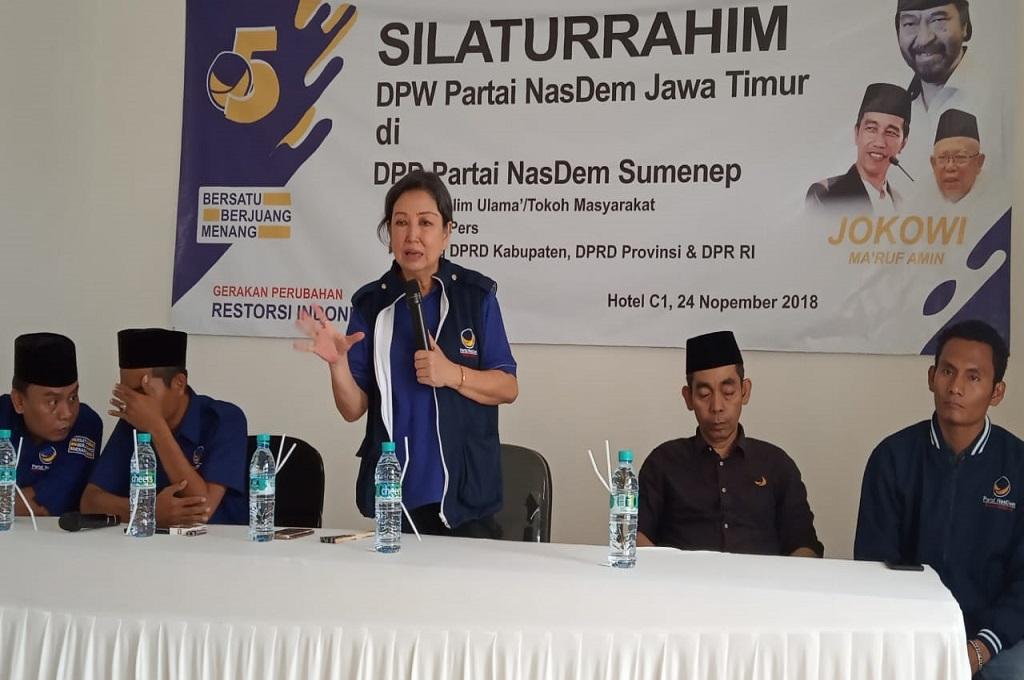 Ketua DPW Partai NasDem Jawa Timur, Sri Sajekti 'Jeanette' Sudjunadi dalam silaturahmi di Sumenep, Medcom.id - Rahmatullah