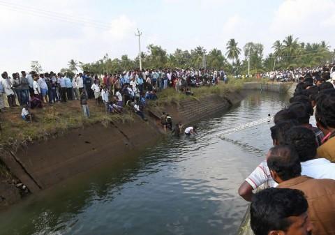 Bus Terjun ke Kanal di India, 28 Tewas