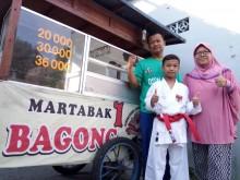 Perjuangan Penjual Martabak di Solo Antarkan Anaknya Jadi Juara Karate Internasional