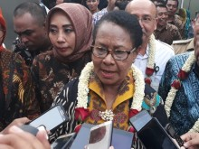 Menteri Yohana Pastikan Bantuan untuk Baiq Nuril