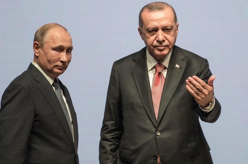 Presiden Turki Recep Tayyip Erdogan (kanan) bersama Presiden Rusia Vladimir Putin. (Foto: AFP).