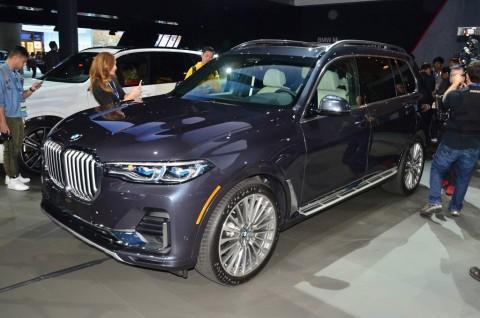 Intip SUV Bongsor BMW X7 di LA Auto Show