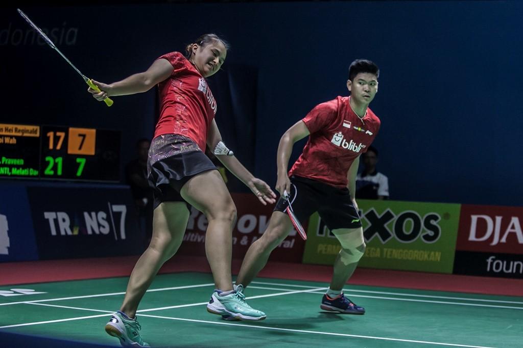 Pebulu tangkis ganda campuran Indonesia Praveen Jordan (kanan) dan Melati Daeva Oktavianti. (Foto: Ant/Muhammad Adimaja)