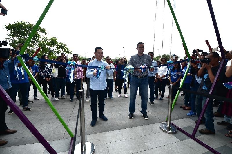 Wakil Wali Kota Bekasi, Tri Adhianto bersama Direktur Utama PT PP Properti Tbk dalam pembukaan Beyond Artch Space 2018 di Mall Lagoon Avenue Bekasi, Jawa Barat, Sabtu 1 Desember 2018. Antonio/Medcom.id