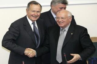 Gorbachev Puji Peran Bush dalam Mengakhiri Perang Dingin