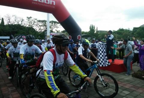 Sepeda Nusantara Probolinggo Berhadiah <i>Doorprize</i> Umrah