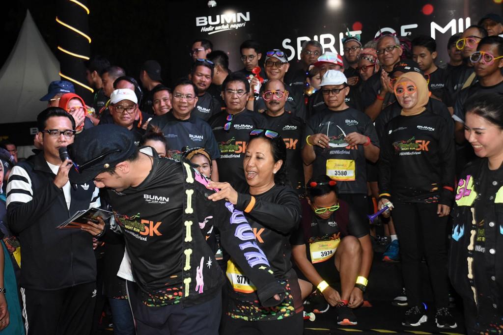 Ribuan Peserta Meriahkan Glowing Night Run