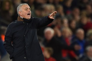 Southampton Imbangi United, Mourinho Salahkan Lini Tengah