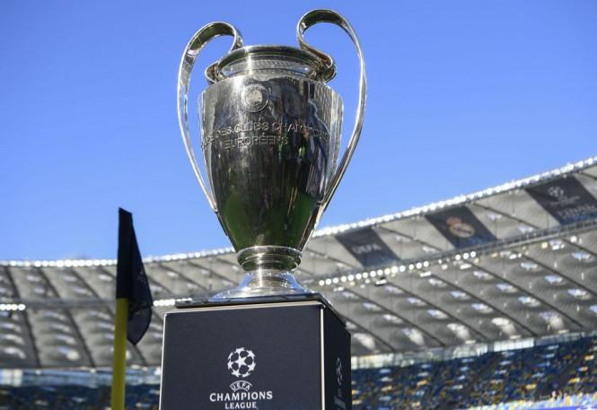 Trofi Liga Champions (Foto: AFP PHOTO / LLUIS GENE)