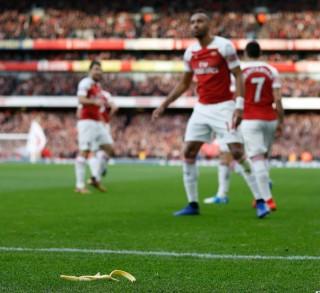 Pendukung Tottenham Ditangkap Gara-gara Kulit Pisang