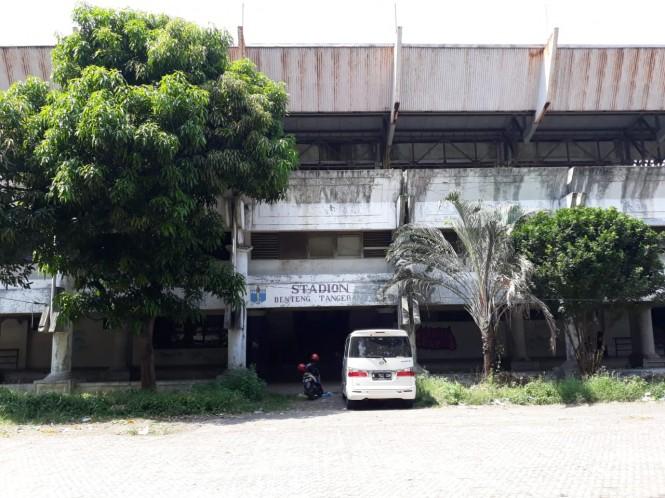 Stadion Benteng di Jalan TMP Taruna, Kota Tangerang, Banten, terbengkalai. Medcom.id/Hendrik Simorangkir
