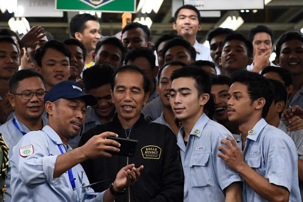Jokowi Lepas Ekspor Motor Yamaha