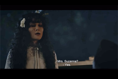 Luna Maya berperan sebagai Suzzanna (Foto: Soraya Intercine