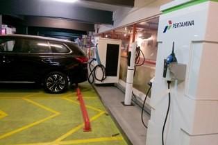 Ilustrasi--Alat pengisian daya baterai untuk kendaraan mobil