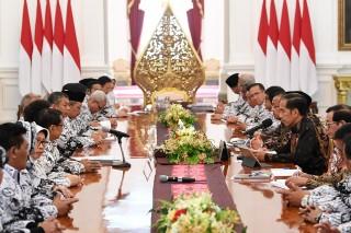 Jokowi Minta Masukan PGRI Soal Guru Honorer